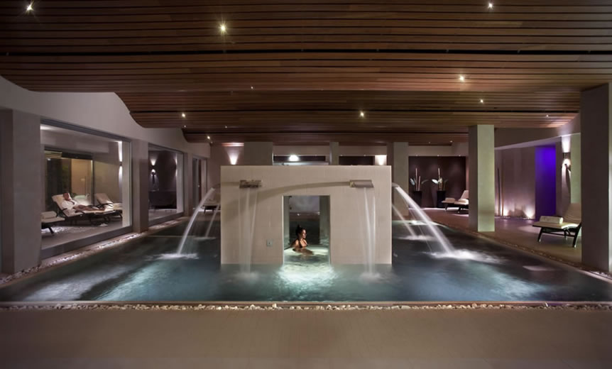 Come illuminare un centro benessere per creare un for Piscina wellness roma