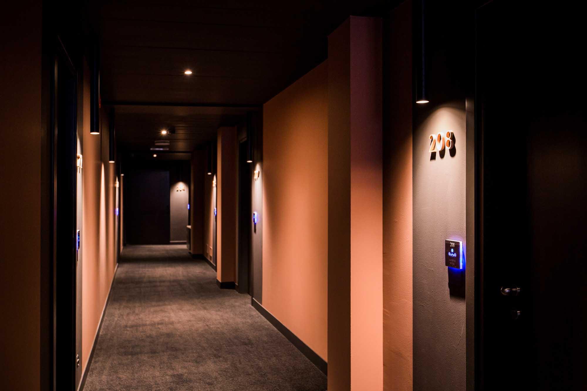 OLEV_lampada_LED_plafoniera_soffitto_hotel_PIPE_hotel_pieve (1)