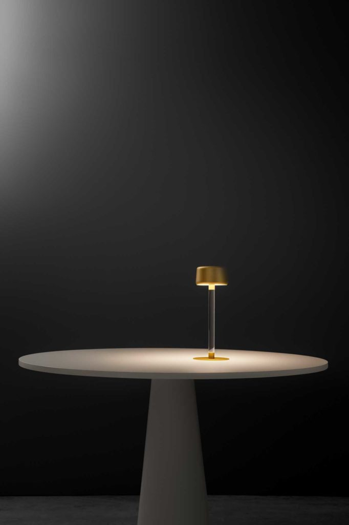 Tee lampada a LED da tavolo a batteria ricaricabile touch con base magnetica