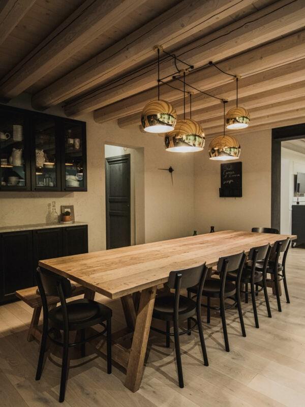 SPHERE_cucina_pranzo (2)_villa_SC_scort_lampada_design_soffitto_travi_vista_illuminazione_led